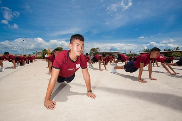 ออกกำลังกาย ฝึกพลศึกษา โรงเรียนดาวนายร้อย เตรียมทหาร กวดวิชาเตรียมทหาร
